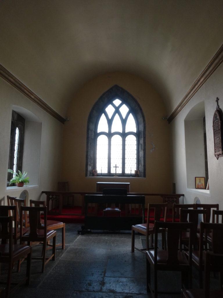 表紙のモデル。ゴールウェイの教会の窓(新高なみ)